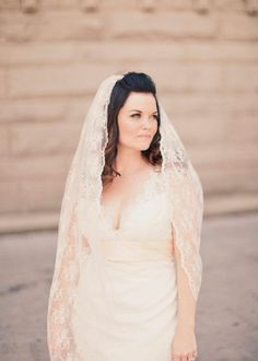 The perfect champagne lace cathedral veil. // Alixann Loosle Photography