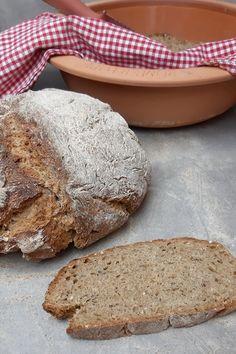 Brot im Römertopf zubereiten Bread, Food, Whole Wheat Flour, Malt Beer, Delicious Dishes, Brot, Essen, Baking, Meals