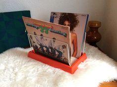 Vintage Kunststoff Zweiräder, Orange, Original 70er Jahre tot hat Deutsche Vinyl Speicher LP Surfen Rezeption Display-Rack von Berlinattic auf Etsy https://www.etsy.com/de/listing/216233056/vintage-kunststoff-zweirader-orange