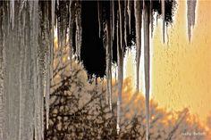 Le grotte di Valganna, situate sulla strada provinciale che conduce a VARESE, ogni inverno diventano meta di visitatori, passanti, tutti fermi con