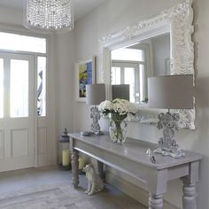Wonderful maison-et-decoration-shabby-chic-style-intérieur-design-idées-entrance . Shabby Chic Interiors, Shabby Chic Homes, Shabby Chic Style, Shabby Chic Furniture, Entryway Furniture, Furniture Ideas, Boho Chic, Grey Furniture, Antique Furniture