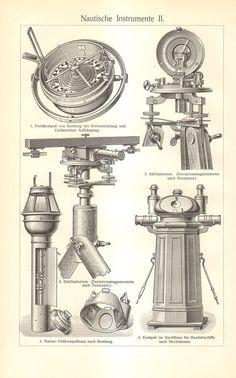 Origineel, prachtig gedetailleerd dubbelzijdige antieke gravure van nautische instrumenten. (De 4de en 5de afbeeldingen tonen de andere kant van de afdruk)  Het formaat van de afdruk: 9,6 x 6,3 (24,5 x 16 cm) met inbegrip van de rand. Gedrukt in 1906, Bibliographisches Institut Leipzig Duitsland, als een illustratie bij de 6e editie van Meyers Konversations-Lexikon.  De afdruk is in goede staat, het papier laat zien haar leeftijd met romige patina, perfect voor inlijsten.  Betreffende de…