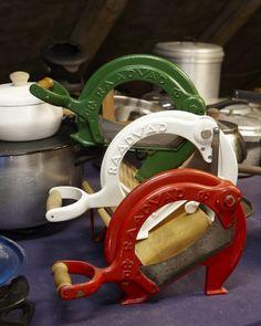 Raadvads farverige og populære brødskærere på loppemarkedet i Nødebo