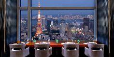 丸の内の東京ビルディング「TOKIA」2階にあるこちらのお店は、個性的なお店が並ぶTOKIAの中でも一際スタイリッシュな雰囲気のスペインバルです。入店してまず目を引くのが、長さ30mのロングカウンター席。そこに腰掛けると八重洲のビル街を一望でき、時折新幹線や電車の行き交う眺めを楽しむことが出来ます。    【店舗名】バル・デ・エスパーニャ・ムイ 【住所】〒100-6402 東京都千代田区丸の内2-7-3 東京ビルディング TOKIA 2F 【電話番号】03-5224-6161 【アクセス】JR東京駅 徒歩1分 東京ビルTOKIA 2F 【営業時間】月~木 11:00-23:00       金 11:00-24:00       土 11:00-23:00       日・祝 11:00-22:00