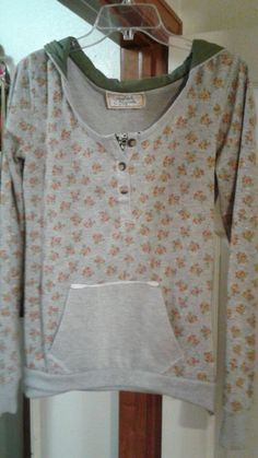 Scrapbook Originals Ladies waffle knit top hoodie. Gray w/multi-color SZ S LS #ScrapbookOriginals #knittopHoodie #Casual
