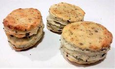 Tradičné pagáče či už škvarkové, smotanové, syrové alebo zemiakové sú dobré k pohosteniu. Robia sa na rôzne spôsoby ja som ich chuť trochu obzvláštnila s rôznymi semiačkami. Kitchen Hacks, Salmon Burgers, Quiche, Hamburger, Biscuits, Pancakes, Appetizers, Bread, Snacks
