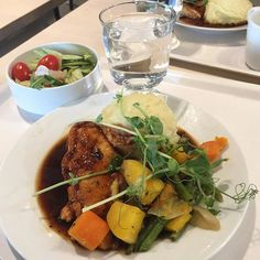 Lounaalla Ikeassa At lunch at Ikea! Broileria juurekset ja rosmariinikastiketta. Chicken root vegetables and rosemary sauce.  Ei huono! Not bad!  #lunch #lounas #ikeasuomi #ikearaisio #broileria #rosemarysauce #notbad #eihuono #ruokaonhyvää #ikeafood #ikearuoka #arkiruokaa #visitraisio #visitikea #instafood #tuulaslife #nelkytplusblogit #åblogit #vesi #waterfall
