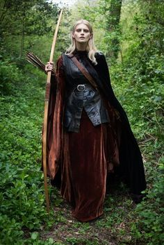 Autumn woodland elf huntress , Grimm and fairy fashion for the season of mists and mellow fruitfulness Medieval Dress, Medieval Costume, Medieval Fashion, Medieval Clothing, Medieval Fantasy, Larp Fashion, Fantasy Inspiration, Character Inspiration, Woodland Elf
