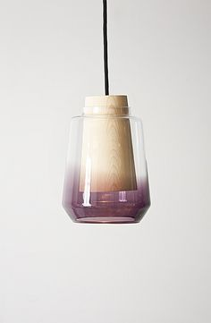 In Theory, suspensions lumineuses en verre et bois