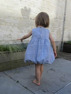 Free pattern! Fits ages 2-8!  Bubble dress: patterns and tutorial {StraightGrain. A blog about sewing}