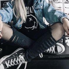 Este posibil ca imaginea să conţină: unul sau mai mulţi oameni şi oameni st Edgy Outfits, Mode Outfits, Grunge Outfits, Grunge Fashion, Girl Outfits, Fashion Outfits, Emo Fashion, Punk Rock Outfits, Spring Outfits