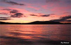Syksyisin, ennen yön rauhaa, Pallasjärvi joutuu käymään läpi värien kirjon - Joka ilta