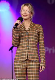 Renée Zellweger rocks a chic checked trouser suit as she joins in the festivities at London Pride Hollywood Actresses, Actors & Actresses, London Pride, Bridget Jones, Renee Zellweger, Checked Trousers, Got The Look, Trouser Suits, Celebs