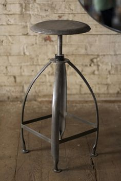 metal stool with adjustable seat \ raw