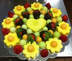 Fruit Tray Arrangement Ideas for (christmas fruit ideas parties) Fruit And Veg, Fruits And Veggies, Fruits Decoration, Deco Fruit, Fruit Creations, Fruit Dishes, Fruit Food, Fruit Art, Fruit Salad