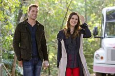 Justin Hartley as Jesse and Rachel Bilson as Dr. Zoe Hart in HART OF DIXIE