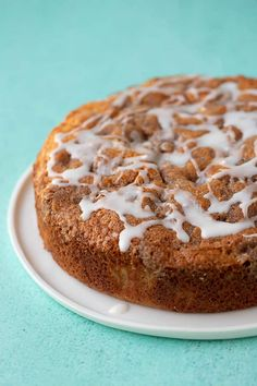 A deliciously easy Cinnamon Apple Cake made from scratch. This soft and tender Apple Cake is packed with fresh apples and features a crunchy. Fall Cake Recipes, Apple Dessert Recipes, Donut Recipes, Fall Desserts, Apple Recipes, Dinner Recipes, Apple Cinnamon Cake, Cinnamon Apples, Cinnamon Recipe
