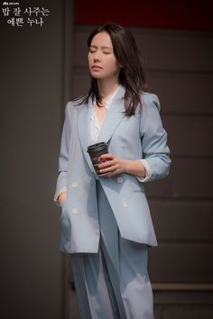 Son Ye-Jin is Yoon Jin-Ah in Pretty Noona Who Buys Me Food (Something in the Rain). Live recapping at Drama Milk! Best Casual Outfits, Simple Outfits, Korean Girl, Asian Girl, Korean Style, Korean Celebrities, Celebs, Carole Middleton, Korean Actresses
