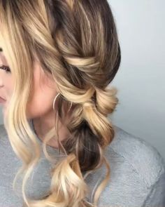 How to do this fun super thick and chunky pull through braid! Great secret to a thicker looking braid! How to do this fun super thick and chunky pull through braid! Great secret to a thicker looking braid! Easy Hairstyles For Long Hair, Cool Hairstyles, Curly Ponytail Hairstyles, Beach Hairstyles Medium, Wedding Guest Hairstyles Long, Pulled Back Hairstyles, Cute Simple Hairstyles, Hairstyles Videos, Spring Hairstyles