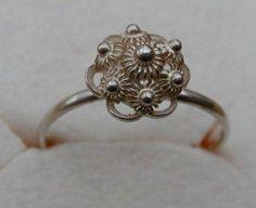 Jaren 60 - zilveren ring met Zeeuwse knoop gekocht in  Renesse waar we eerste altijd een vakantiehuisje huurden en daarna een Bungalow tent hebben aangeschaft met AH zegeltjes Premie van de Maand Club