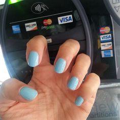 EVA CHEN's Manicure on the go...