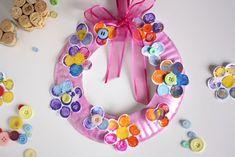 Cork-Stamped Flower Wreath | Play