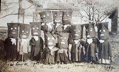 Celebración de Samuín en Siero, Cantabria 1917.  https://www.facebook.com/ivandiazsm/photos/a.559367810866209.1073741826.559367774199546/866783916791262/?type=3&theater
