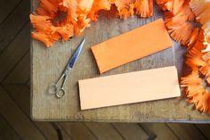 DIY Fringed Party Streamers | Oranje feestslinger van papier