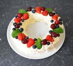 Last year I made my first ever Pavlova Wreath, it was delicious and I loved it. This year while browsing for new ideas for Christmas, I came across. Xmas Desserts, Christmas Deserts, Christmas Lunch, Christmas Chocolate, Christmas Cooking, Dessert Recipes, Christmas Recipes, Christmas Things, Christmas Ideas