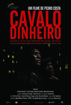 CAVALO DINHEIRO (P 2014) von Pedro Costa. Wohl abstrakter als seine vorherigen Werke, die sich durch rauen Realismus auszeichnen (wobei ich sonst nur OSSOS gesehen habe). Sehr ansprechende Licht- und Schatteneffekte und ebensolche Bildkompositionen. Es geht auch in diesem Costa-Film um Immigranten in den Armenvierteln von Lissabon, in erster Linie um den von den Kapverdischen Inseln stammende Ventura. Radikal und nicht leicht zu konsumieren, aber Costa ist ein Regisseur, den man kennen…