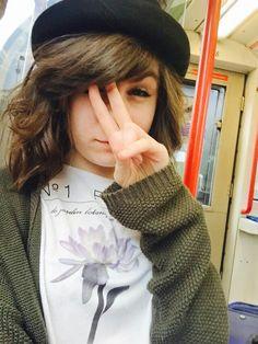 Dodie Clark (@doddleoddle) short hair ♥♥