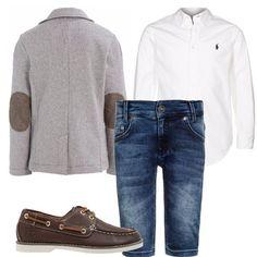 Camicia bianca manica lunga Ralph Lauren, giacchetta Benetton color grigio con toppe marrone ai gomiti, jeans blu effetto délavé, mocassini marroni. Un look elegante ma non troppo adatto alle serate primaverili.