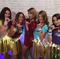 """tswiftdaily: """" """"lilianacrane: When you teach Taylor how to do shakkas thanks for the absolute best night of my life. All About Taylor Swift, Taylor Swift Concert, Taylor Swift Style, Taylor Alison Swift, 1989 Tour, Ethel Kennedy, Kind Person, Beautiful Inside And Out, Rare Photos"""