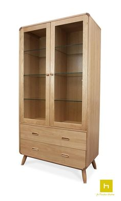 Designed with a beautiful wooden oak base and white veneer front this is a stunning piece to add into your living space.  #display #furniture #design #interiordesign