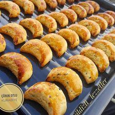 Görüntünün olası içeriği: yiyecek Hot Dog Buns, Hot Dogs, Pretzel Bites, Hamburger, Bread, Diet, Food, Brot, Essen