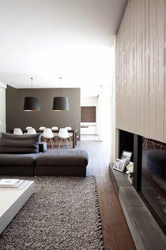 Eigenlijk is dit één lange ruimte, maar die heel handig is opgedeeld   in drie aparte ruimtes door middel v...