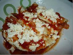 Enchiladas huastecas salsa de tomate rellenas de nopales con chorizo