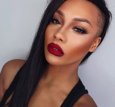 The gorgeous SonjdraDeluxe looks beautiful in our Meet Matt(e) Hughes Liquid Lipstick in 'Adoring'. A perfect look for the holiday season!