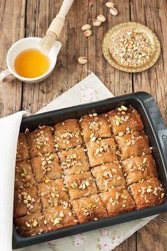 La cocina de Tesa: Baklava turco Lebanese Recipes, Turkish Recipes, Ethnic Recipes, Turkish Baklava, Donuts, Arabic Food, Cake Shop, Easy Cooking, My Recipes