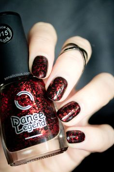 Not your usual jelly glitter, Dance Legend Rich Black 915 Burgundian Sky is a wild combination of glam and grunge. Bright red glitter and black base yield. Burgendy Nails, Dark Red Nails, Black Nails, Nails News, Nails Inc, Funky Nail Art, Easy Nail Art, Glitter Nail Polish, Red Glitter