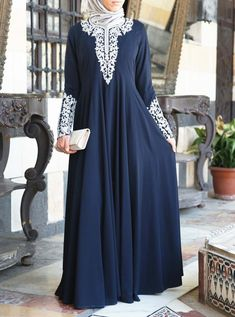 Add some sparkle to your look with our modest abaya gowns: elegant cuts, exquisite fabrics, and delicate details perfect for your special occasions Pakistani Fashion Casual, Abaya Fashion, Mode Abaya, Mode Hijab, Kaftan, Hijab Style Dress, Abaya Style, Hijab Style Tutorial, Muslim Women Fashion