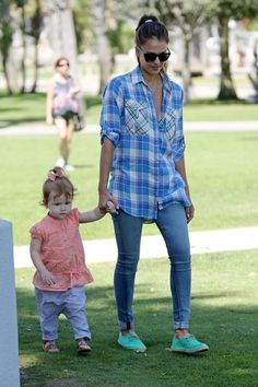 Jessica Alba - Jessica Alba and Her Family Go to the Market