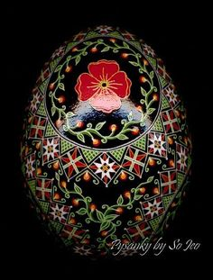 Poppies. This woman does gorgeous pysanky !! Absolutely wonderful !!!
