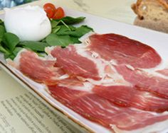 Cinta Senese Ham: a bread of pig reared in Tuscany in the wild, feeding on chestnuts, acorns of oak and truffles.
