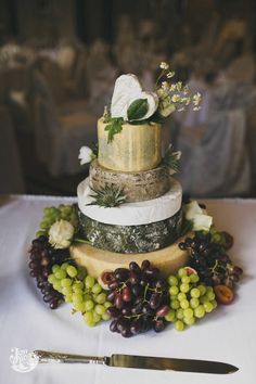 Cheese wedding cake ...♥♥... Cheese Tower, Wedding Cheesecake, Cookie Recipes For Kids, Rustic Cake, Take The Cake, Seasonal Food, Cheese Platters, Novelty Cakes, Pretty Cakes