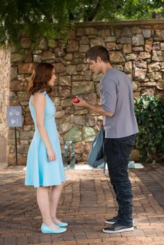 Odeya Rush and Brenton Thwaites in The Giver The Giver, Great Movies, Great Books, Book Tv, The Book, Love Movie, Movie Tv, Movies Showing, Movies And Tv Shows