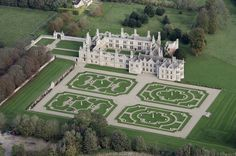 Kirby Hall, Northamptonshire - one of England's greatest Elizabethan houses English Manor Houses, English Castles, English Homes, Rockingham Castle, England Ireland, Aerial Images, English Heritage, Grand Homes, Sims