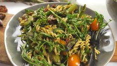 This is by foodspring on Vimeo, the home for high quality videos and the people who love them. Pesto, Japchae, Ethnic Recipes, Food, Pasta Salad Italian, Bon Appetit, Recipes, Noodle Salads, Essen