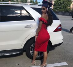 5 Fab Outfits to Wear Under Your Graduation Gown - BADDIES - - Graduation pictures,high school Graduation,Graduation party ideas,Graduation balloons Graduation Dress College, Graduation Cap And Gown, Graduation Photoshoot, Graduation Outfits, Graduation Caps, Graduation Ideas, Graduation Balloons, Graduation Makeup, Belted Dress