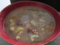 Ingredientes:   500g de feijão, previamente demolhado.  1 colher de café de sal grosso.  2 cenouras, cortadas em cubinhos.  2 batatas g...